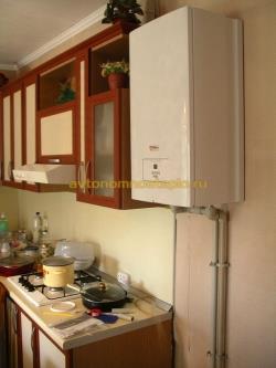 настенный котел Protherm Скат установленный на кухне
