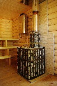 установленная печка-каменка Гефест с теплообменником на трубе и подклюенным баком