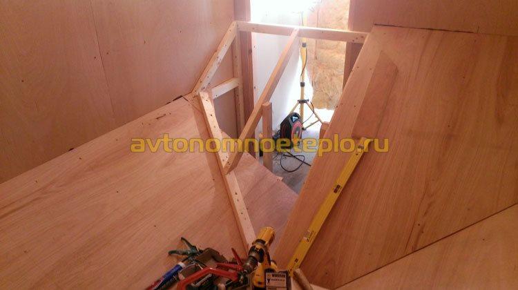 установка боковой наклонной стенки пеллетного склада