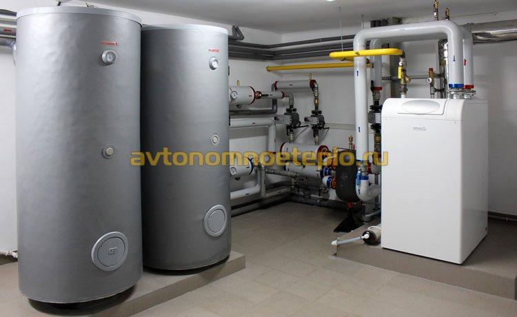 газовый котел напольного типа в подвале