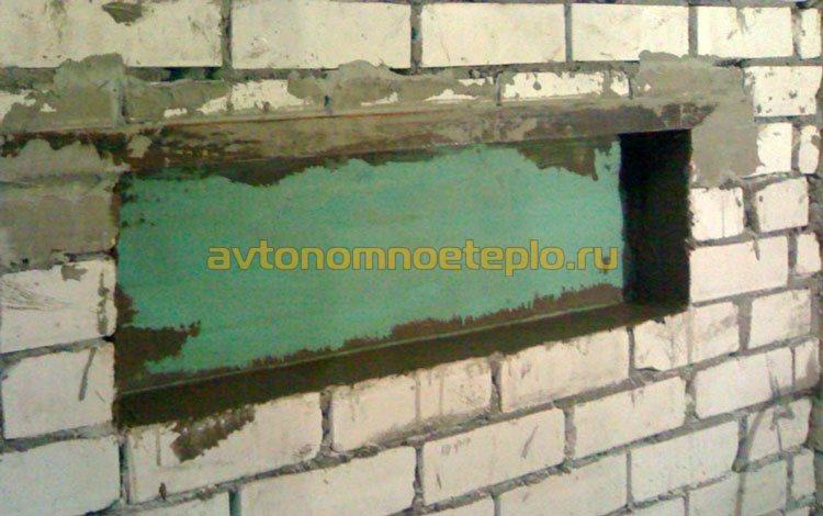 ниша в кирпичной стене для установки электрокамина