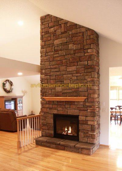 дровяной камин с каменной отделкой