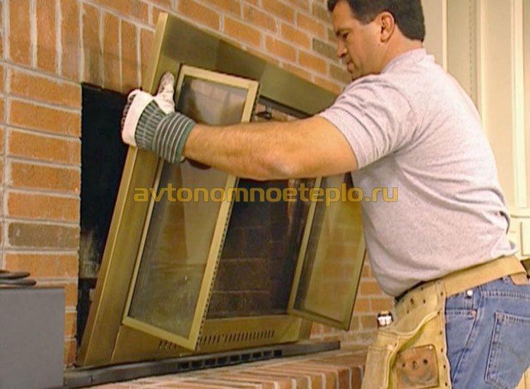 установки стеклянной дверцы в открытый камин