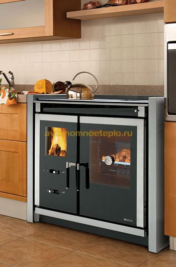 печка в интерьере кухни