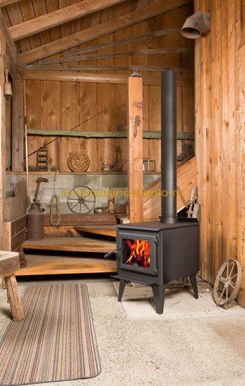 каминопечь в деревянной даче