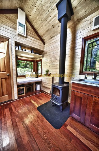 интерьер дачи с дровяной печью