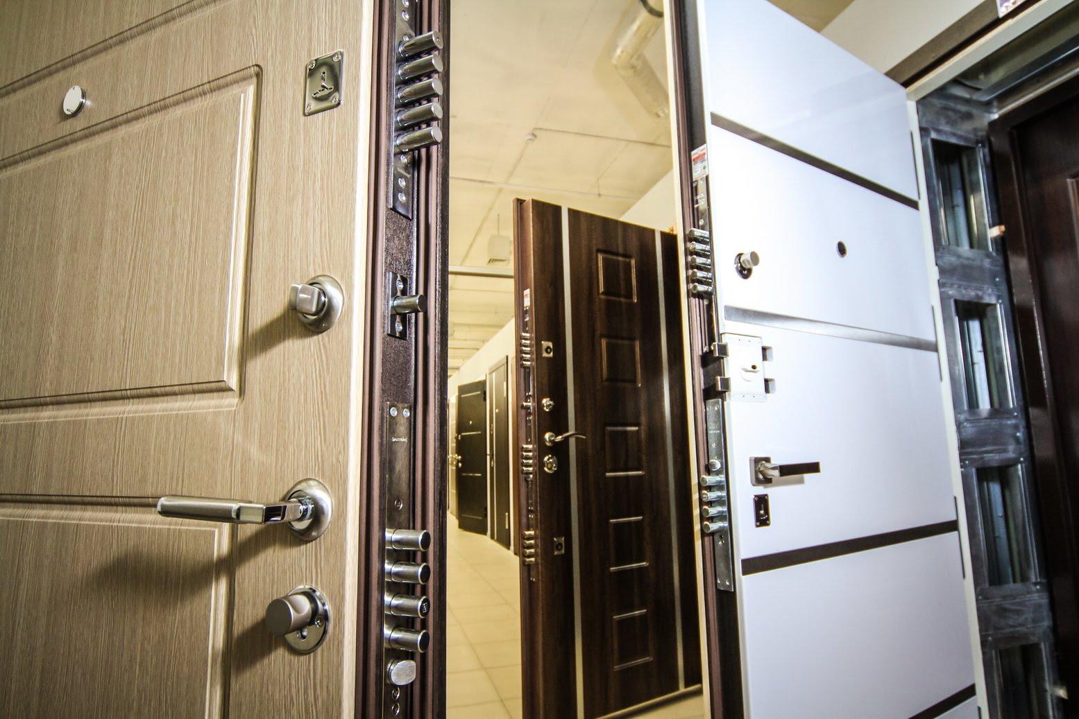 Выбор и установка металлических дверей в квартиру