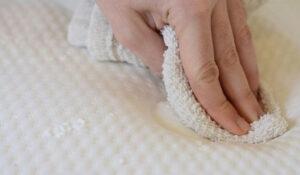 Как самому почистить любой матрас в домашних условиях
