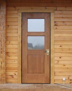 Пластиковая входная дверь в баню