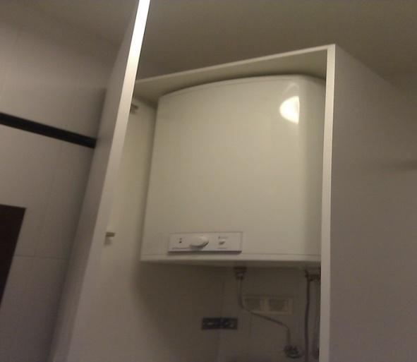 Водонагреватель в шкафу